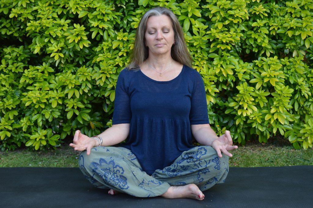 Mudras Archives - Avani Yoga Academy